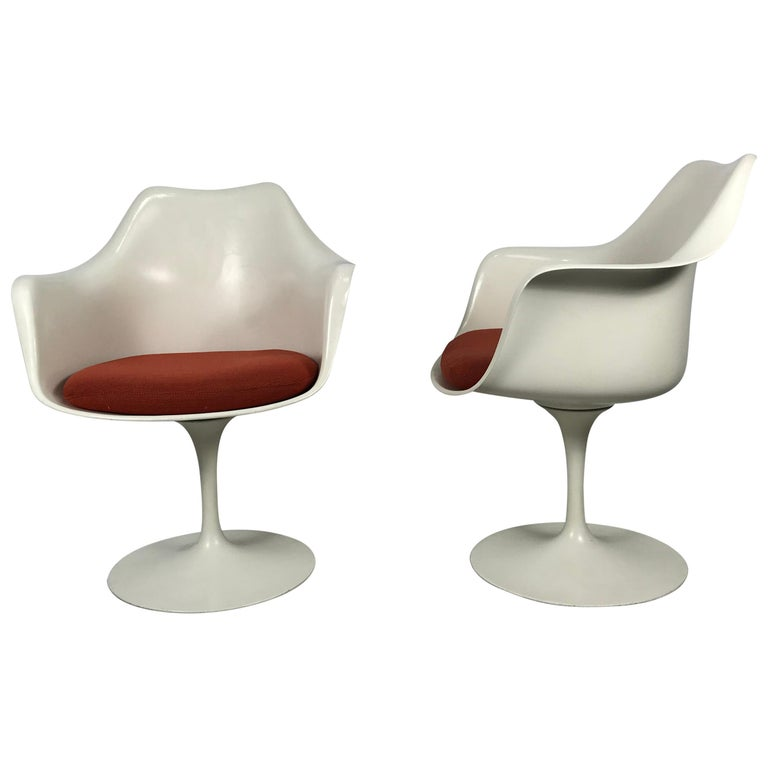 Classic Modernist Pair Tulip Armchairs by Eero Saarinen for Knoll For Sale