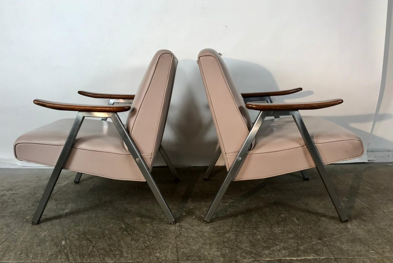Mid-Century Modern Classic Pair of Royal Chrome Aluminum Lounge Chairs For Sale
