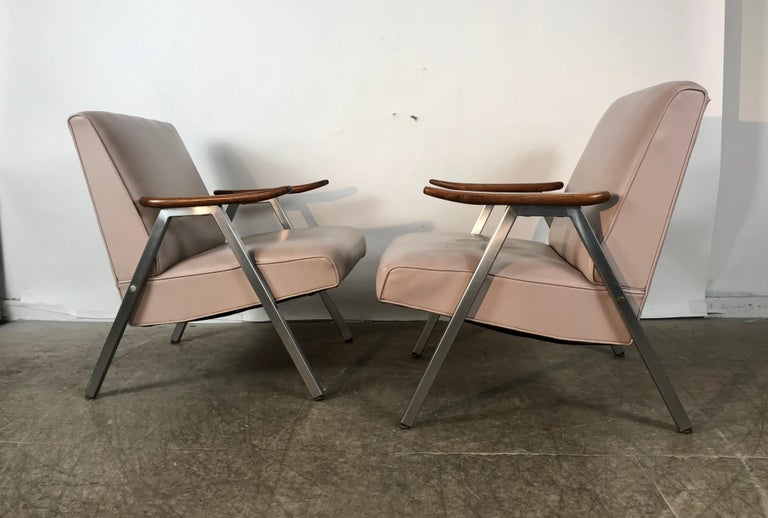 Classic Pair of Royal Chrome Aluminum Lounge Chairs In Good Condition For Sale In Buffalo, NY