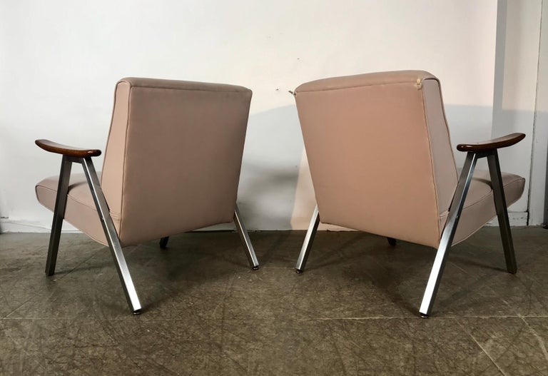 Mid-20th Century Classic Pair of Royal Chrome Aluminum Lounge Chairs For Sale