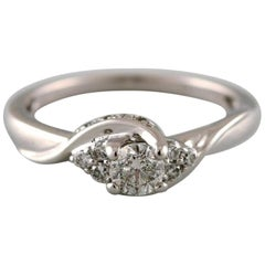 Classic Ring in 18 Carat White Gold with Numerous Diamonds, Certificate Included