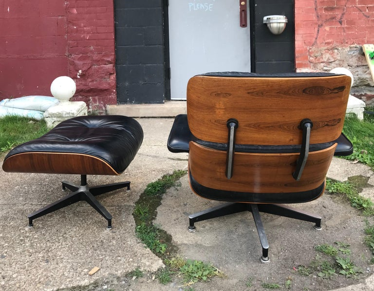 Late 20th Century Classic Rosewood and Leather Eames Lounge Chair and Ottoman Herman Miller