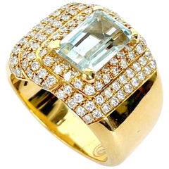 Classic Rosior Aquamarine and Diamond Ring Manufactured in Yellow Gold