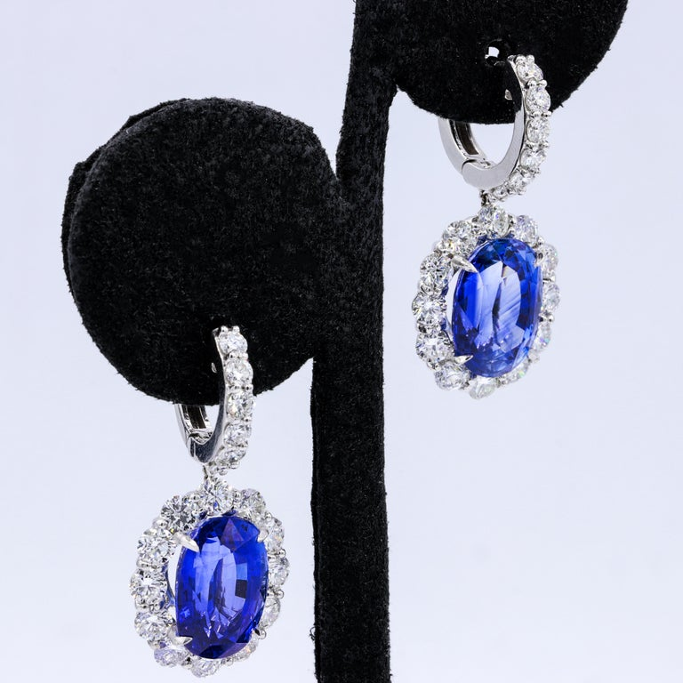 Oval Cut Classic Sapphire Diamond Earring with GIA Certified Violetish Blue Sapphires For Sale