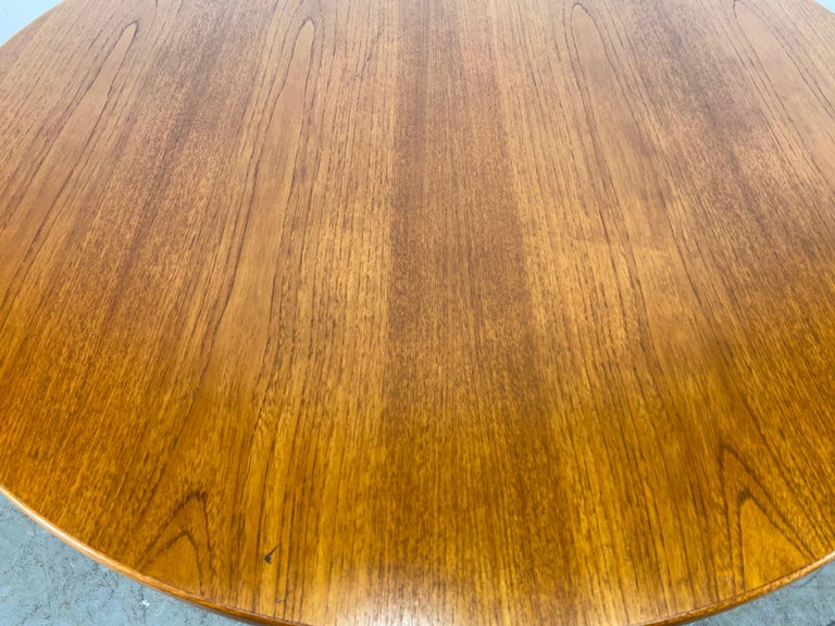 Classic Scandinavian Modern Teak Coffee / Cocktail Table by Folke Ohlsson In Good Condition For Sale In Buffalo, NY