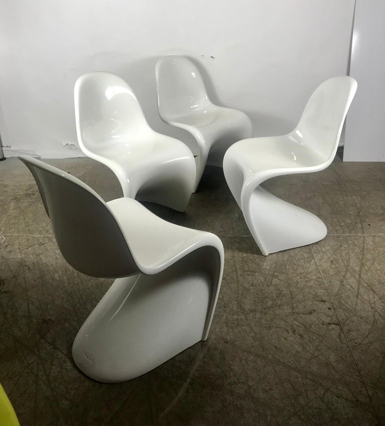 Classic Set of 4 White Molded Plastic 'S' Chairs by Verner Panton for Vitra For Sale 1