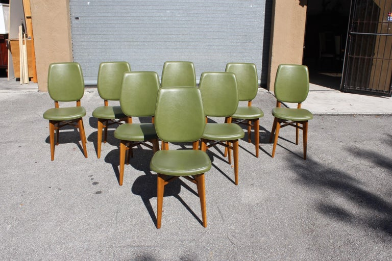 Classic Set of 8 French Art Deco Solid Mahogany Dining Chairs, circa 1940s For Sale 11