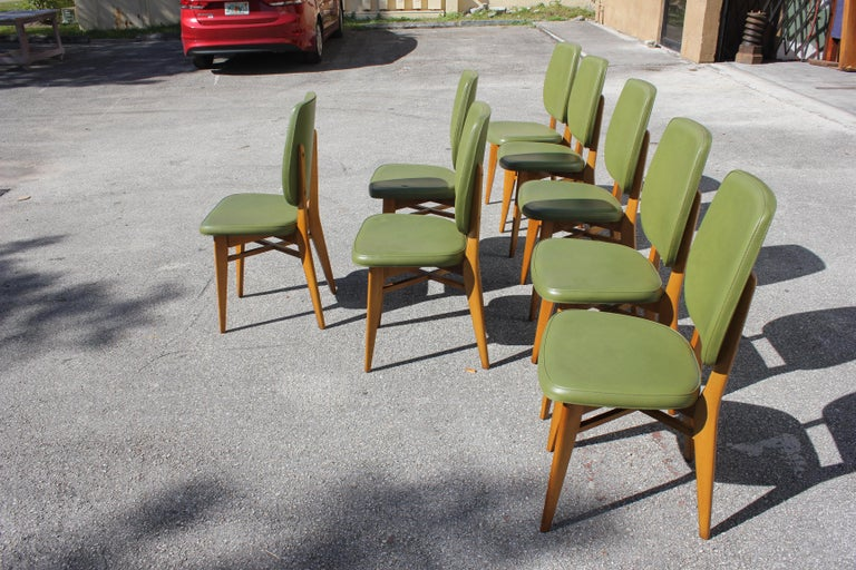 Classic Set of 8 French Art Deco Solid Mahogany Dining Chairs, circa 1940s For Sale 1
