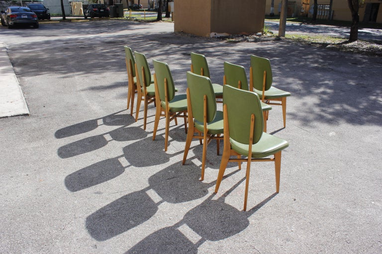 Classic Set of 8 French Art Deco Solid Mahogany Dining Chairs, circa 1940s For Sale 4
