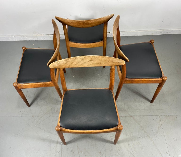 Classic Set of Four W2 Dining Chairs by Hans Wegner / Denmark For Sale 4
