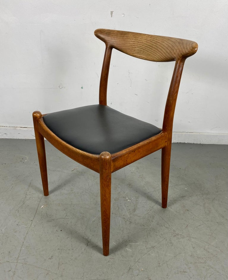 Classic Set of Four W2 Dining Chairs by Hans Wegner / Denmark For Sale 6