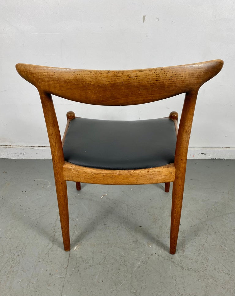 Classic set of four W2 dining chairs by Hans Wegner / Denmark, oak and teak construction,, Stamped C M Madsens, made in Denmark, Hans Wegner, nice original condition, patina.