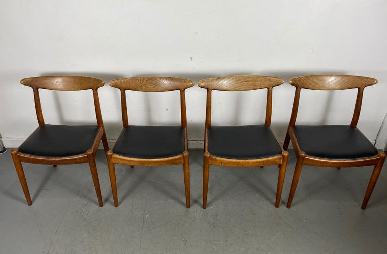 Scandinavian Modern Classic Set of Four W2 Dining Chairs by Hans Wegner / Denmark For Sale