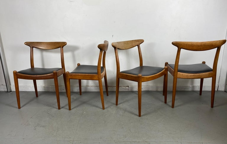 Classic Set of Four W2 Dining Chairs by Hans Wegner / Denmark In Good Condition For Sale In Buffalo, NY