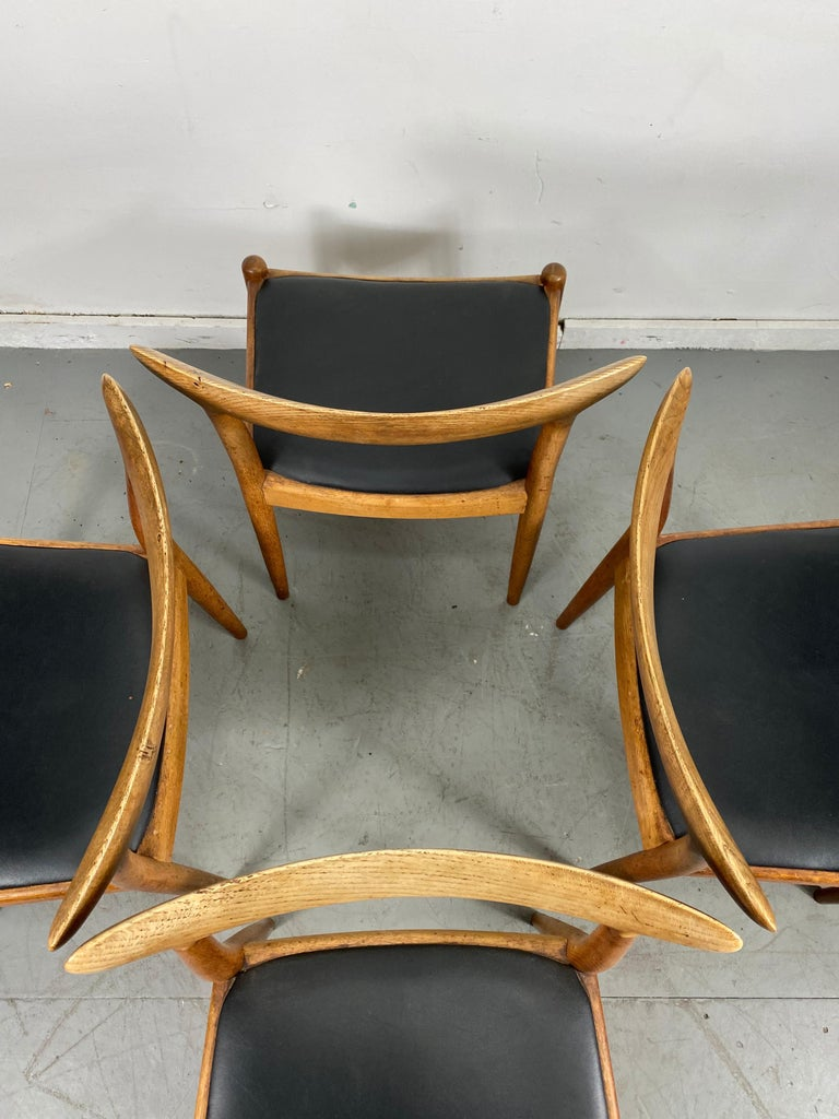 Mid-20th Century Classic Set of Four W2 Dining Chairs by Hans Wegner / Denmark For Sale