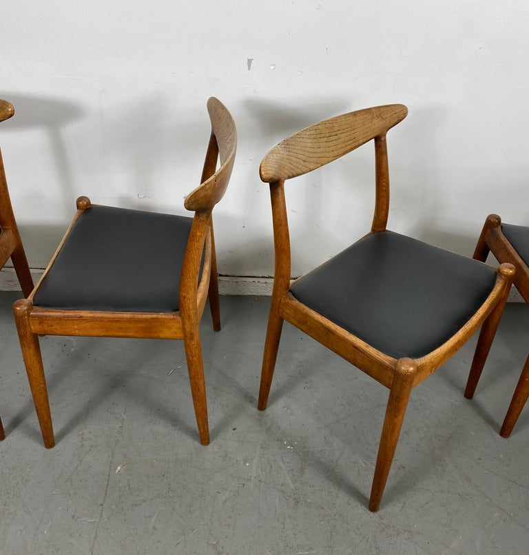 Classic Set of Four W2 Dining Chairs by Hans Wegner / Denmark For Sale 1