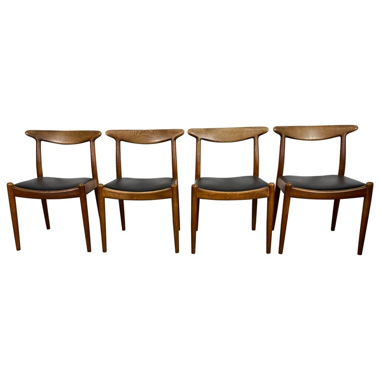 Classic Set of Four W2 Dining Chairs by Hans Wegner / Denmark For Sale