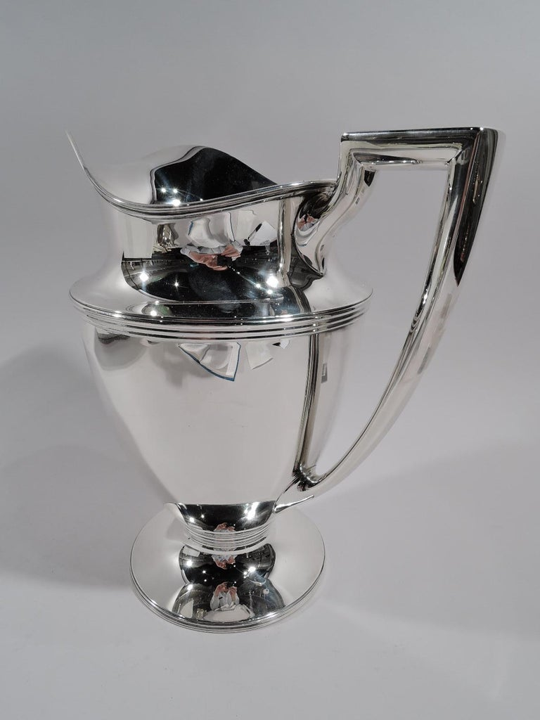 Classic Tiffany American Sterling Silver Water Pitcher In Excellent Condition For Sale In New York, NY