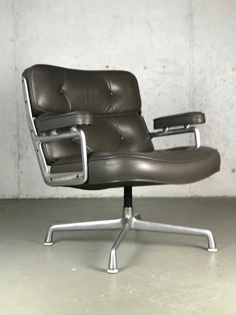 Classic Time Life Lounge Chair by Charles and Ray Eames for Herman Miller 12