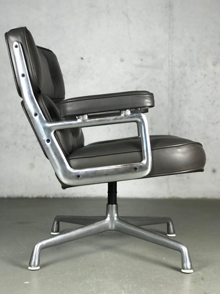 Mid-Century Modern Classic Time Life Lounge Chair by Charles and Ray Eames for Herman Miller