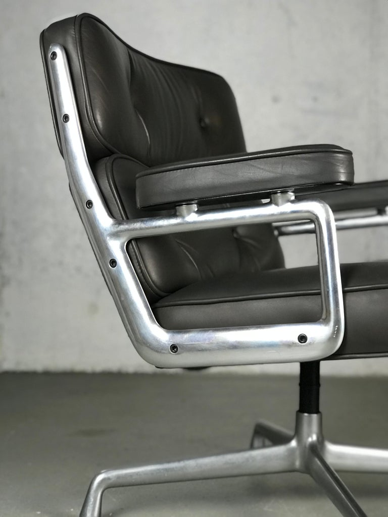 Mid-20th Century Classic Time Life Lounge Chair by Charles and Ray Eames for Herman Miller