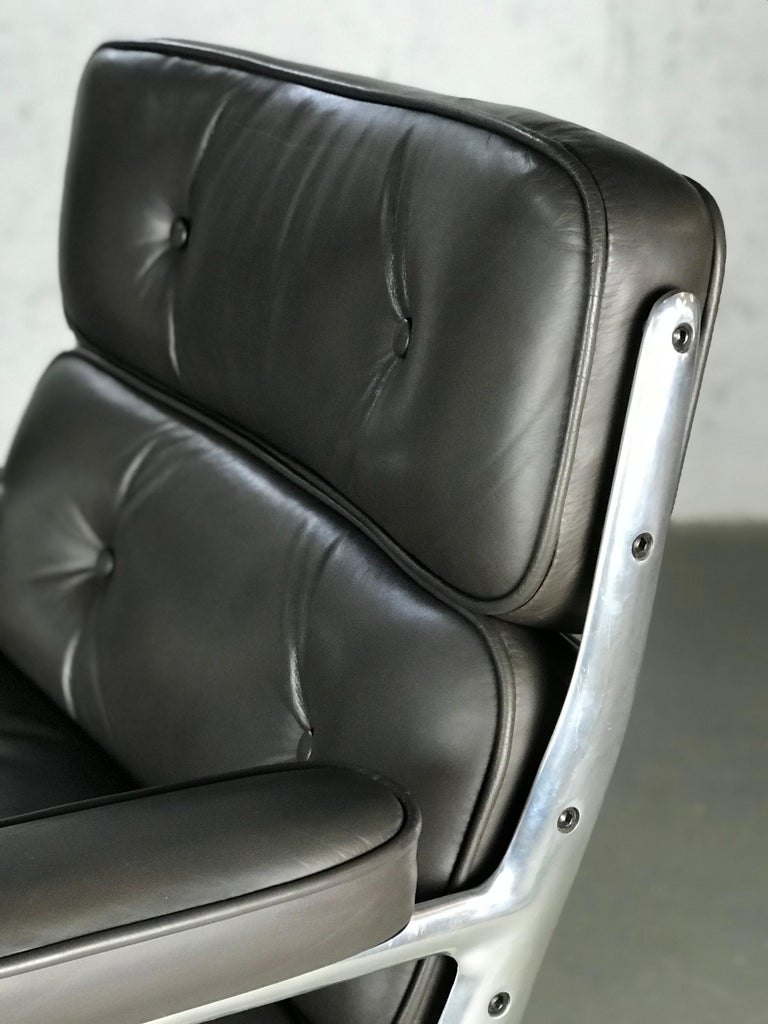 Classic Time Life Lounge Chair by Charles and Ray Eames for Herman Miller 2