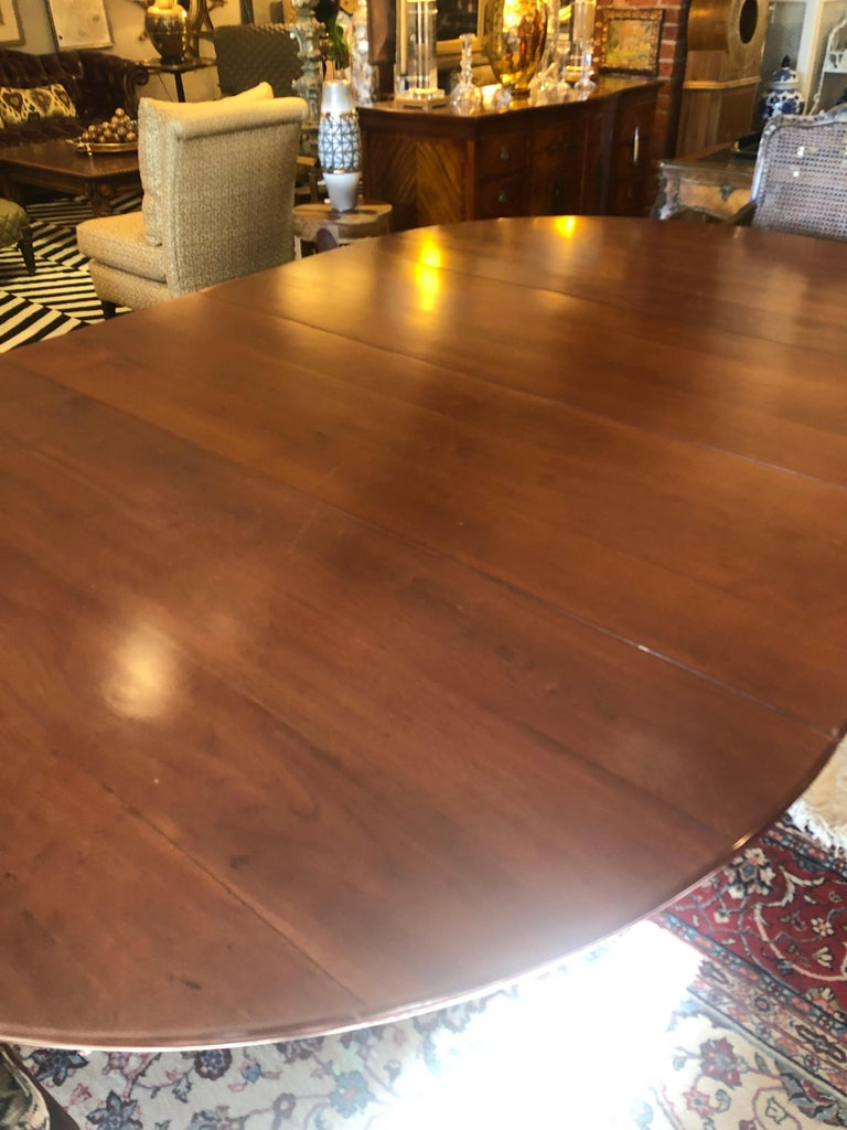 Classic Traditional Round Cherry Dining Table Extending to Large Oval For Sale 3