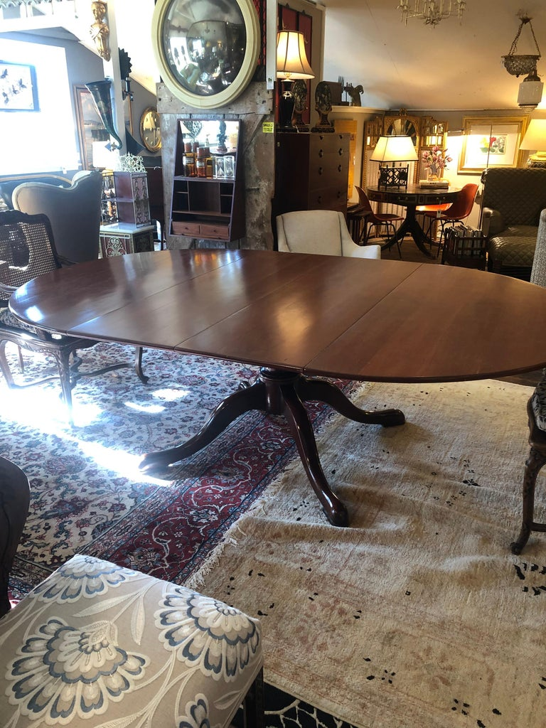 Classic Traditional Round Cherry Dining Table Extending to Large Oval For Sale 4