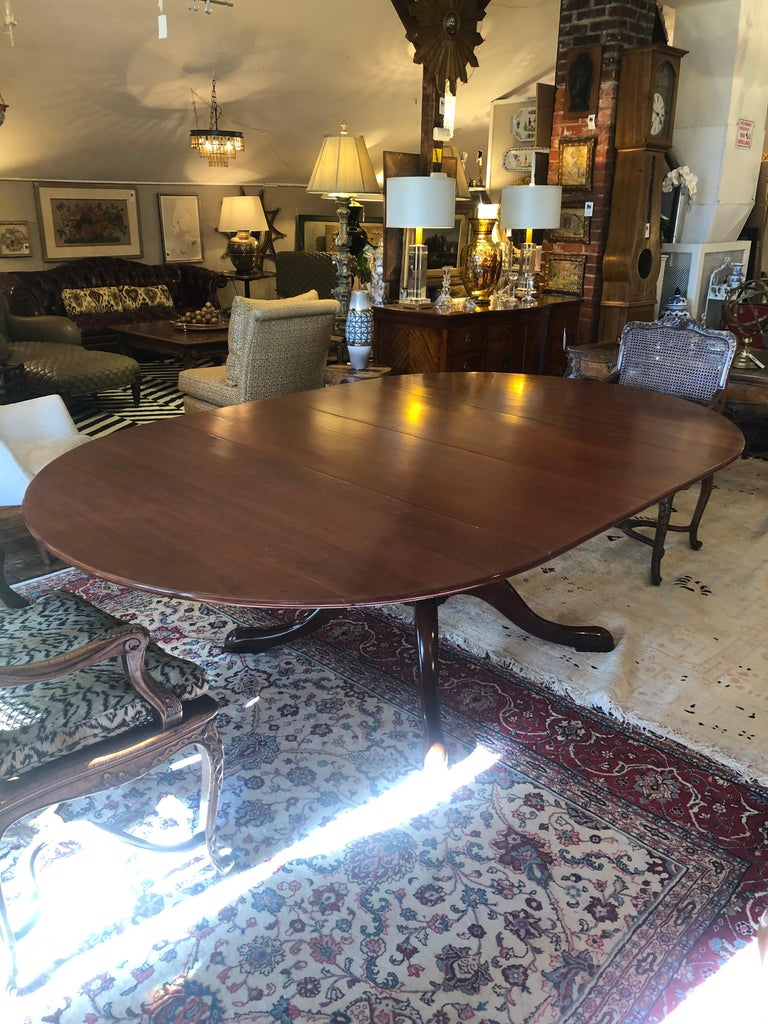 Classic Traditional Round Cherry Dining Table Extending to Large Oval For Sale 2