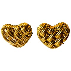 Classic Vintage 18 Karat Yellow Gold Heart Shape Earclips
