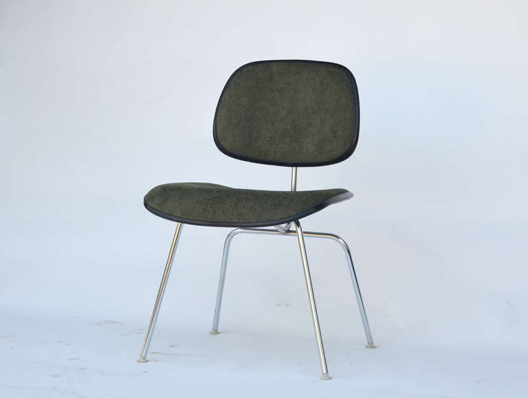 Mid-Century Modern Classic Vintage Charles and Ray Eames for Herman Miller DCM Chair For Sale