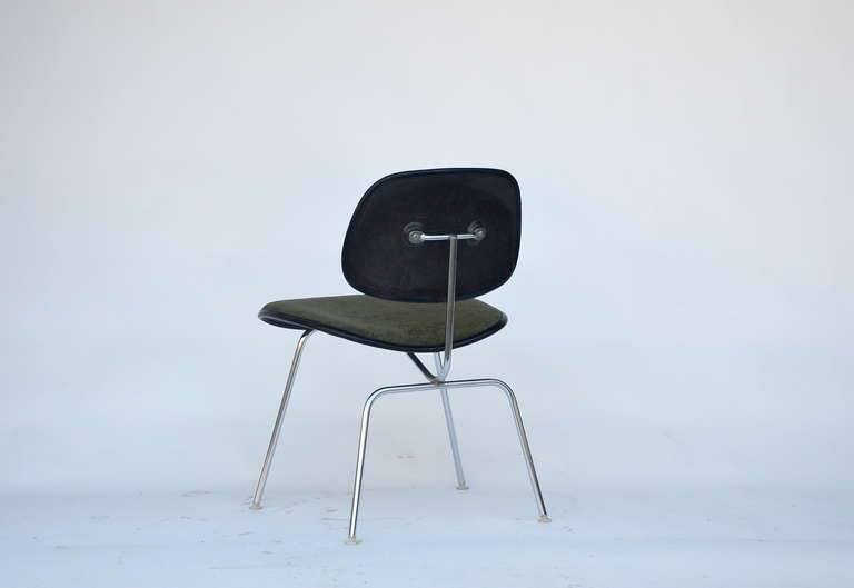 Classic Vintage Charles and Ray Eames for Herman Miller DCM Chair In Excellent Condition For Sale In Los Angeles, CA