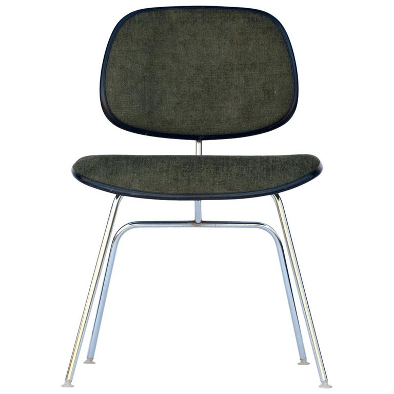 Classic Vintage Charles and Ray Eames for Herman Miller DCM Chair For Sale
