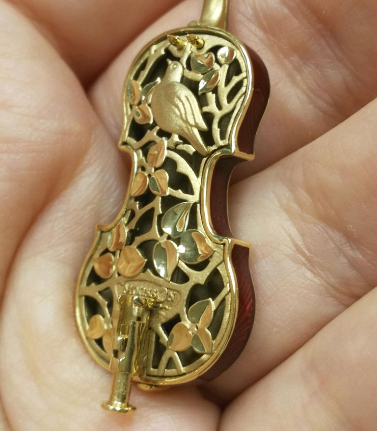 Classical Enamel Diamond 18 Karat Yellow Gold Violin Brooch For Sale 6