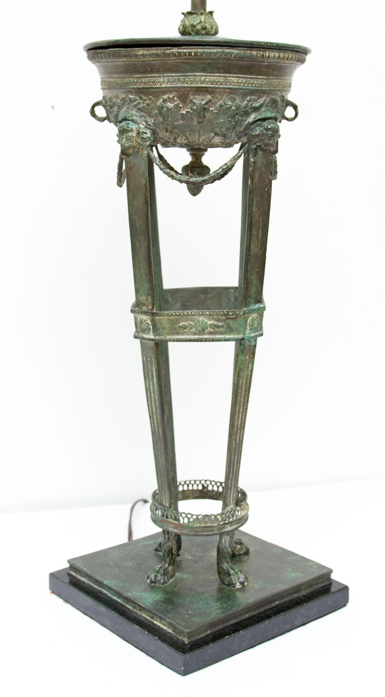 Classical Grand Tour Style Bronze Table or Desk Lamp In Good Condition For Sale In Rochester, NY