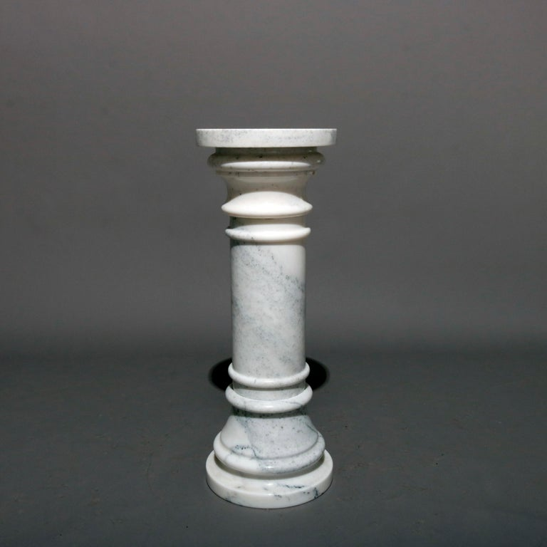 Classical Italian Marble Doric Form Sculpture Display Column, 20th Century In Good Condition For Sale In Big Flats, NY