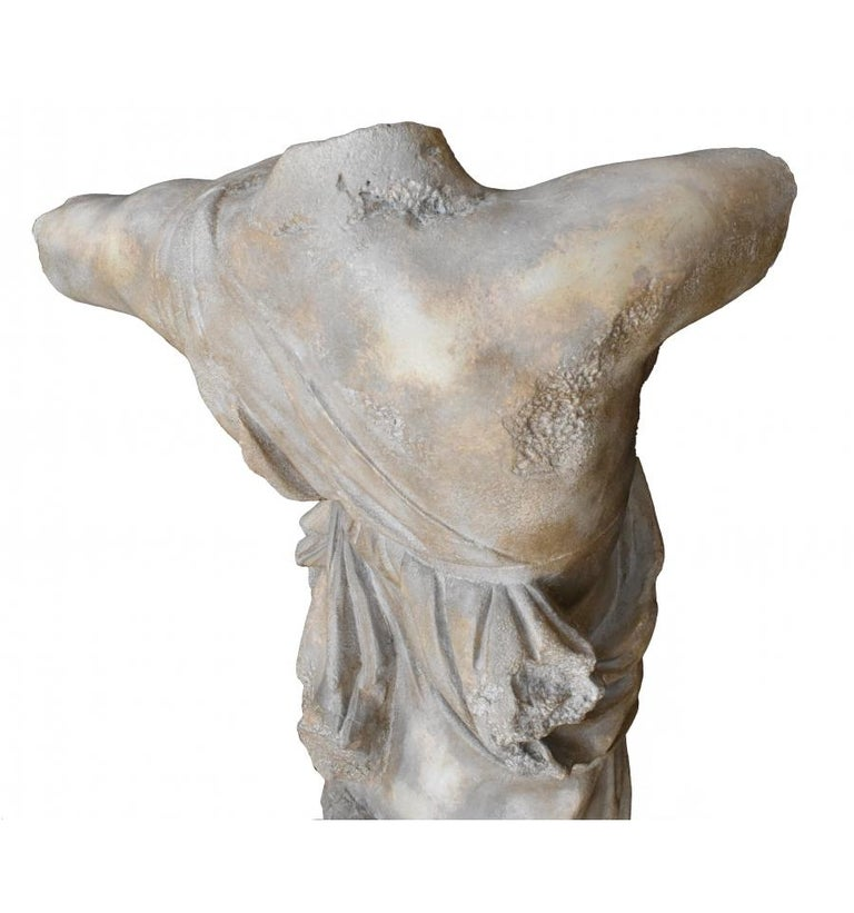 Classical Roman Female Dancing Torso in Resin Imitating Marble on Iron Pedestal In Good Condition For Sale In Malaga, ES