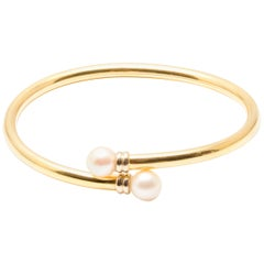 Classical Style 18 Karat Gold Cultured Pearl Bangle Bracelet