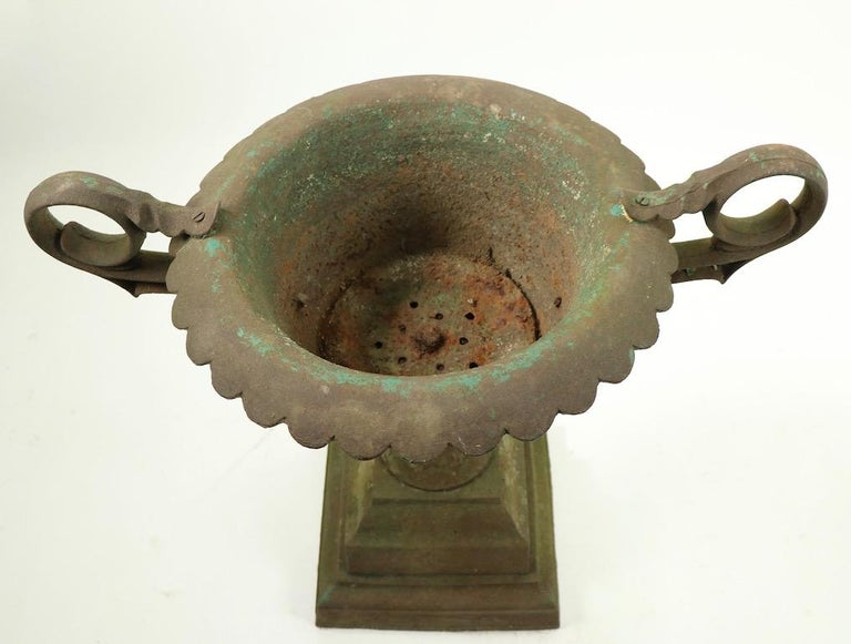 Classical Victorian Cast Iron Urn Planter Probably Fisk or Mott with Handles In Good Condition For Sale In New York, NY