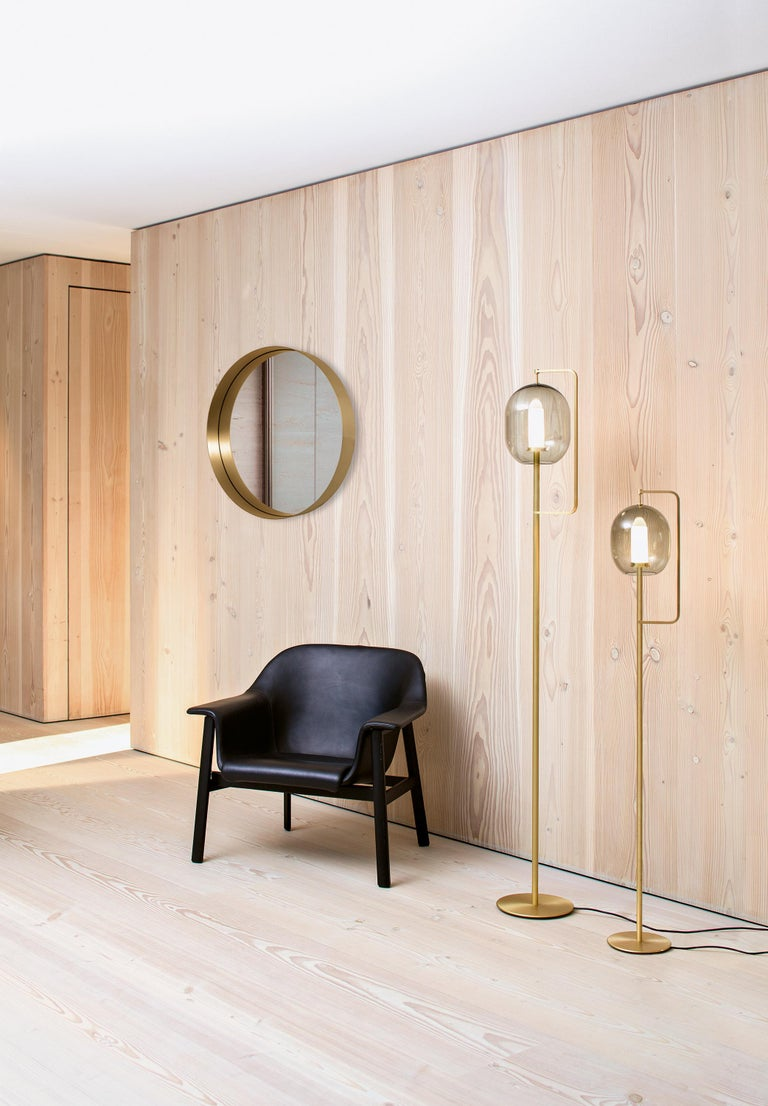 The round Cypris mirror with its generous diameter complements the Cypris series, which resulted from a cooperation between ClassiCon and Austrian architect Nina Mair. The depth of the solid brass frame is visually doubled in the mirror and takes on