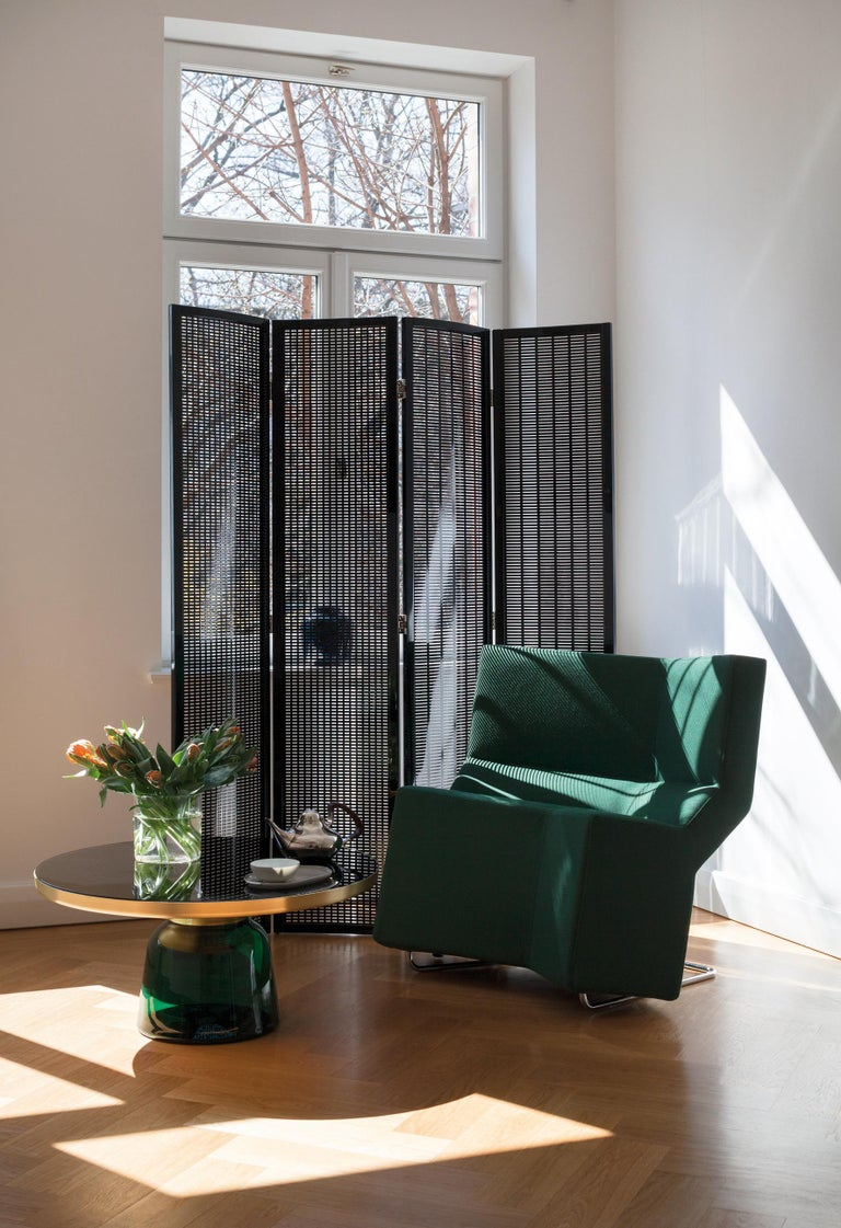 The high-tech look that arose in the 1980s and which is still potentially current had an ingenious predecessor. Over half a century ago, Eileen Gray anticipated the cool Industrial aesthetic of modern technology with the folding screen and her
