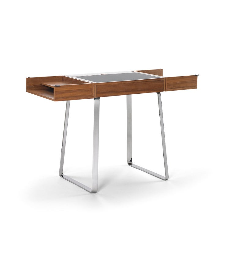 A good idea doesn't take up much space – just a piece of paper or a laptop. Christoph Böninger's Zelos secretary desk reflects this reduction to the essentials. With its pared-down elegance, it meets all the functional requirements of the 21st
