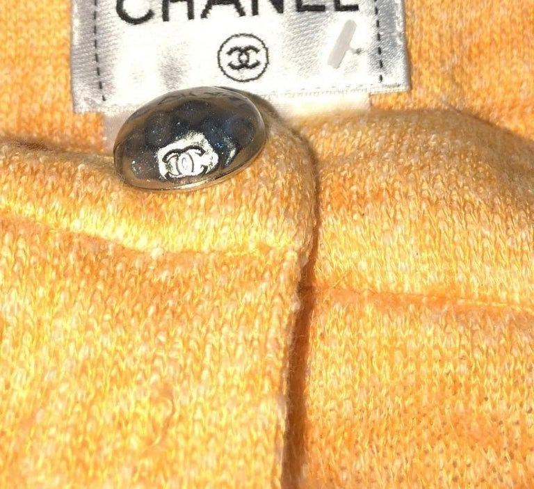 Classy Chanel Yellow Shorts Hot Pants Trousers with CC Logo Button In Excellent Condition For Sale In Switzerland, CH