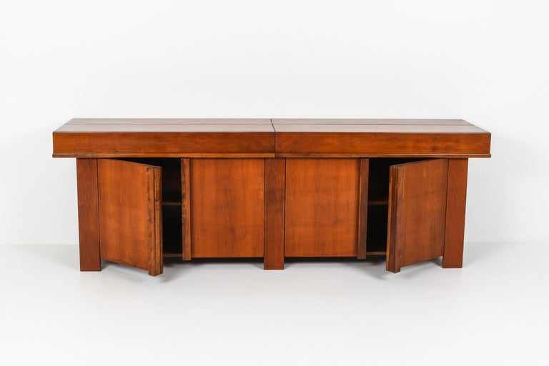 Mid-Century Modern, solid French elm credenza, in the style of Giovanni Michelucci, Italy 1960s.  Stunning and unusual storage piece with four doors and two opening top compartments. Note that this piece is not made in veneer, but solid French Elm