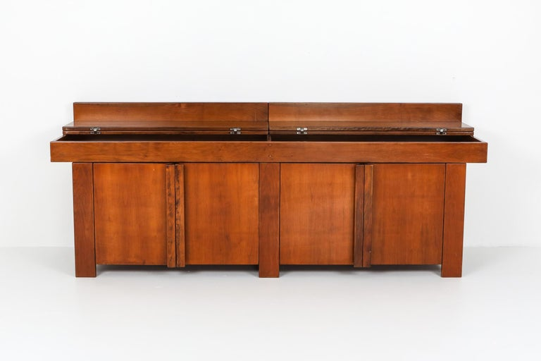 Mid-Century Modern Giovanni Michelucci Style Credenza in Solid Elm For Sale