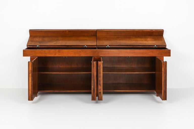 Giovanni Michelucci Style Credenza in Solid Elm In Excellent Condition For Sale In Antwerp, BE