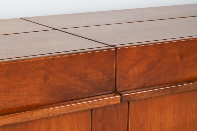 Mid-20th Century Giovanni Michelucci Style Credenza in Solid Elm For Sale