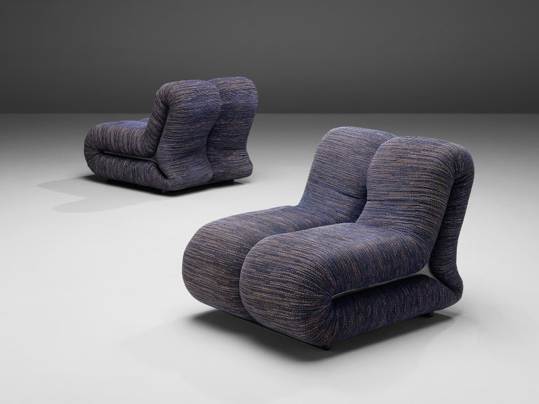 Claudio Vagnoni for 1P, pair of lounge chairs model 'Pagru', blue fabric upholstery, Italy, 1968  Wonderful pair of 'Pagru' lounge chairs designed in Italy by Claudio Vagnoni, manufactured by 1P in 1969. Two L-shaped forms are attached together what