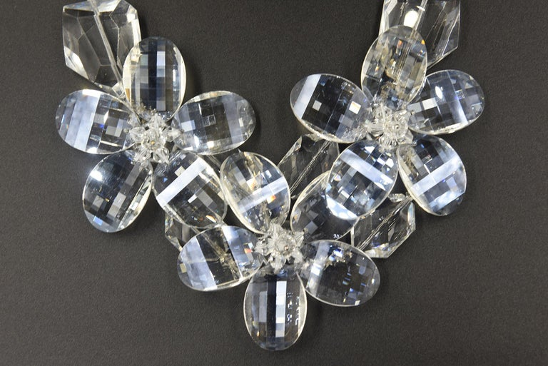 Clear Faceted Lucite Flower Statement Necklace In Good Condition For Sale In Miami Beach, FL