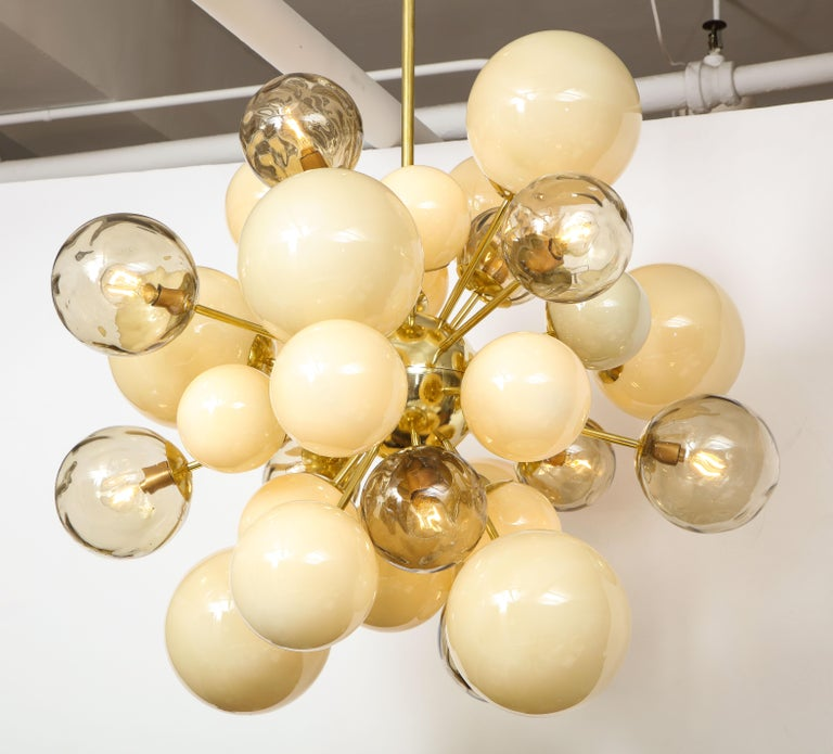 Clear Smoked and Opaque Ivory Murano Glass and Brass Sputnik Chandelier, Italy For Sale 11